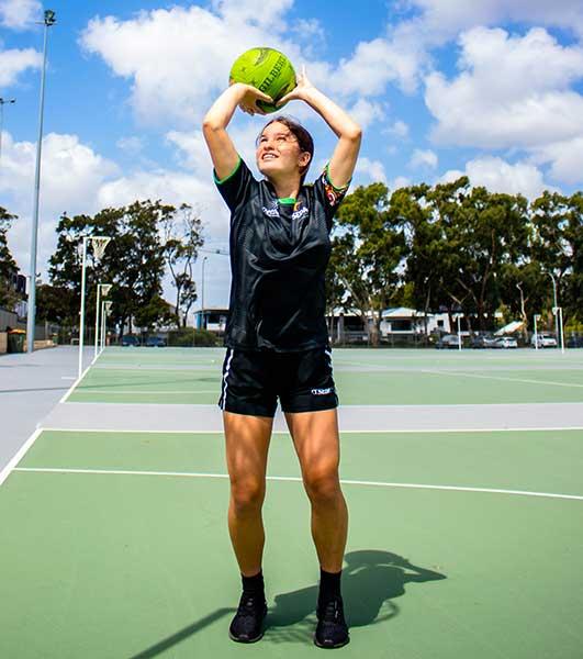 SEDA College WA Netball SA student playing netball